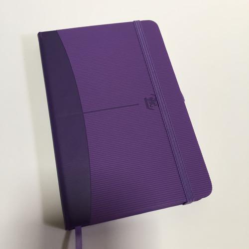 紫の表紙のノート