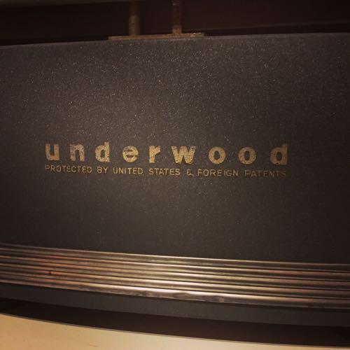 タイプライターのメーカーの刻印はunderwood